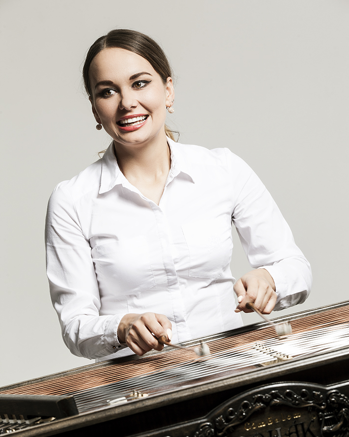 Dominika Kulaviaková (cimbal)